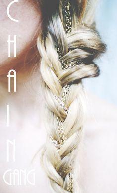 Cool idea adding a chain in the braid. Looks very pretty x