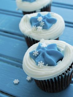 A Baby Boy Baby Shower Must-Have - Baby blue cupcakes!...OR Frozen Inspired! :)