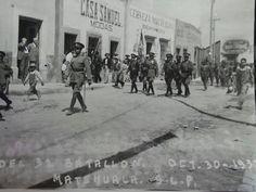 LLEGADA DEL 32 BATALLÓN DE INFANTERÍA A MATEHUALA PARA QUEDARSE EN SU SEDE PRESTADA EN 16 DE SEP. PASANDO CUAUHTEMOC, EL 30 DE OCTUBRE DE 1937, AÑO EN QUE VINO LÁZARO CÁRDENAS, VEMOS A NIÑOS MARCHANDO IGUAL QUE LOS SOLDADOS. foto en Morelos desde Guerrero.