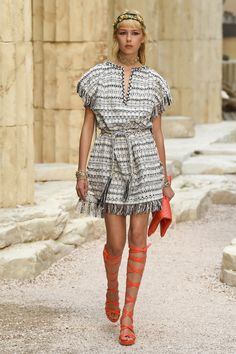 Chanel | Cruise 2018 | Look 37