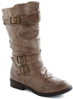Rugged buckle boots