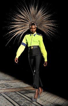 Philip Treacy feather headpiece Interesting Fashion!! www.annahstretton.co.nz