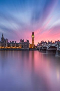 sundxwn:    A Long Slow Sunset in London  by Gerard McAuliffe