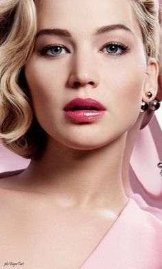 Jennifer Lawrence for Dior Addict - MijulaStyles Jennifer Lawrence Makeup, Jennifer Lawrence Style, Hollywood Actress Wallpaper, Hollywood Actresses, Weihnachten Make-up, Beautiful Eyes, Beautiful Women, Jennifer Laurence, The Hunger Games