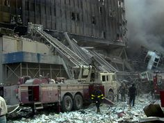 9/11 Heroes, cleaning up, rubbles, never forget, history, a day that changed the world. Photo, September 11, 2001. terrorist attack.