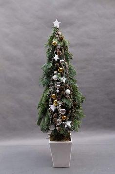 Christmas Arrangements, Flower Arrangements, Christmas Decorations, Holiday Decor, Christmas Urns, Christmas Treats, Xmas, Winter Holidays, Wreaths