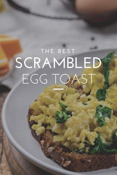 A Scrambled Egg Toast is quite an English breakfast, popular with the British and Irish. It is two fried eggs, topped with sausages, and in a toast plate. On these, you have a slice of bread that is toasted to produce a crispy outer surface. Each toast has its topping. #egg #eggs #eggsandwich #eggfast #eggs🍳 #eggsforbreakfast #scrambledeggs #scrambled #scrambledegg #scrambledeggs🥚 Healthy Meal Prep, Healthy Snacks, Healthy Eating, Healthy Recipes, Easy Family Meals, Quick Meals, No Cook Meals, Turkish Recipes, Romanian Recipes