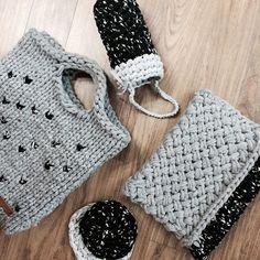 . #vsco #vscocam #knitting #knitstagram #woolandthegang #clutch #zigazigshopper #hobby #handmade #울앤더갱 #클러치 #쇼퍼백 #마이보틀커버 #컵받침 #손뜨개 #뜨개질 #라라나 #마루홈 - 이렇게 모아 놓으니 명품백 안 부럽고나...