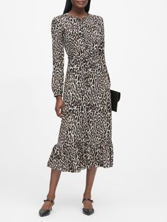 Find the perfect dress for every fit and occasion from polished work dresses to party-ready cocktail dresses and effortlessly elegant dresses for everyday. Banana Republic Style, Pants For Women, Clothes For Women, Work Clothes, Maxi Shirt Dress, Fashion Outfits, Womens Fashion, Preppy Outfits, Elegant Dresses