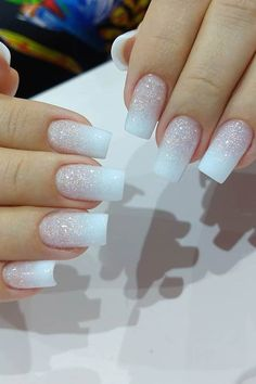 One of the must-have nail trends for 2020 are baby boomer nails. It is like a French manicure but the colors are blended and have an ombre effect. Cute Acrylic Nail Designs, Best Acrylic Nails, Silver Nail Designs, Simple Acrylic Nails, Elegant Nail Designs, Simple Designs, Milky Nails, Nagellack Trends, Bride Nails