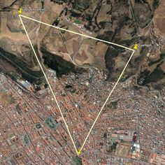 The navel of Cuzco, the horseshoe of Saqsayhuaman and the ritual chamber of Q'uenqo form an isosceles triangle.