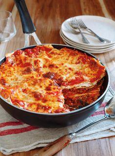 One Pan, Beef, Sausage, & Cheese Fresh Lasagna from Ricardo Cuisine Pork Recipes, Pasta Recipes, Cooking Recipes, Recipies, Italian Sausage Lasagna, How To Make Lasagna, Confort Food, Ricardo Recipe, Ricotta Pasta