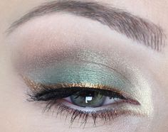 Make-up - Eye Und Nudge # 1931815 Eye And Nudge Dieses Bild hat 0 Wiederholungen. - Make-Up Make Up Geek, Make Up Tools, Eye Make Up, Makeup Inspo, Makeup Art, Makeup Inspiration, Makeup Tips, Face Makeup, Gold Makeup