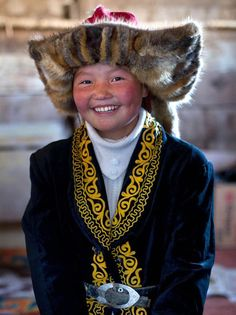 Eagle huntress, 13 year old Ashol Pan, Mongolia Black Eagle, Golden Eagle, Mongolia, Beautiful Children, Beautiful People, Mind Blowing Pictures, Eagle Hunting, Such Und Find, Sundance Film Festival
