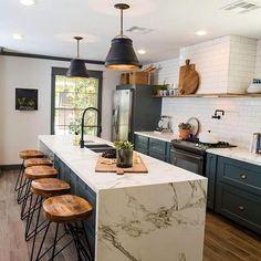 Modern Kitchen Interior Two Tone Kitchen Cabinet Ideas To Avoid Boredom in Your Home Kitchen Tiles, Kitchen Layout, Kitchen Colors, Kitchen Countertops, Kitchen Sink, Dark Countertops, Dark Granite, Kitchen Stools, Two Tone Kitchen Cabinets