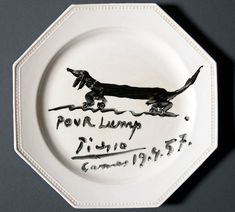Souvenir luncheon plate painted by Pablo Picasso and dedicated to Lump, David Douglas Duncan's dachshund. Black glaze on commercial ceramic plate. April Photo by Pete Smith. Arte Dachshund, Picasso Dachshund, Dachshund Love, Daschund, Pablo Picasso, Picasso Art, Picasso Paintings, Animal Drawings, Cool Drawings