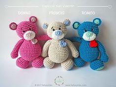 This cute bear pattern is free on Tarturumies.com. A Spanish version can be found here.