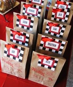 15a37d321 Dulceros para fiesta de Cars Rayo McQueen, ideas para celebrar una Fiesta  de Cars Rayo