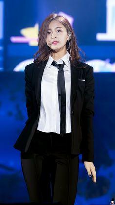 「twice tzuyu body」の画像検索結果 Nayeon, Kpop Girl Groups, Korean Girl Groups, Kpop Girls, Tzuyu Body, Warner Music, Chou Tzu Yu, Tzuyu Twice, Dahyun