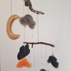 DIY Mobile from Wood, Fabric and Felt - of course with glittering stones Stones, Felt, Wood, Fabric, Diy, Tejido, Rocks, Felting, Tela