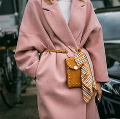 Autumn/Winter: Pink oversized coat belted with mustard suede cross body / Mehr … - Women Fashion Oversize Mantel, Oversized Coat, Womens Fashion Online, Latest Fashion For Women, Fashion Week, Winter Fashion, Fashion Trends, Nordic Fashion, Fashion Bloggers