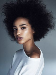 Ladies, try to fall in love again with your natural afro hair. Have a look at all these Afro hair inspiration images that we've collected for you, enjoy! Ebony Beauty, Black Beauty, Real Beauty, Foto Portrait, Portrait Photography, Woman Portrait, Beauty Portrait, Fashion Photography, Pretty People