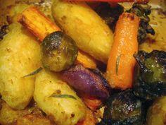 Peggyn pieni punainen keittiö: Mausteiset ja paahdetut perunat, kasviksilla.