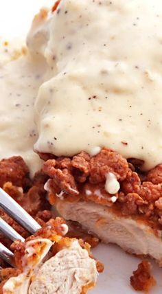 With Cream Gravy Chicken-Fried Chicken With Cream Gravy - this is serious comfort food at its finest! ❊ this needs to happen tomorrow!Chicken-Fried Chicken With Cream Gravy - this is serious comfort food at its finest! ❊ this needs to happen tomorrow! Healthy Comfort Food, Comfort Food Recipes, Healthy Meals, Healthy Food, Healthy Eating, Healthy Recipes, Southern Recipes, Southern Comfort Foods, Country Cooking Recipes
