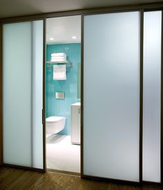 Frosted Glass Interior Bathroom Doors Fresh Cool Door Sliders Cheviot Hills Residence by Whitten Dunn Architects Best Sliding Glass Doors, Frosted Glass Interior Doors, Sliding Pantry Doors, Sliding Door Design, Interior Barn Doors, Closet Doors, Glass Bathroom Door, Bathroom Wall, White Bathroom
