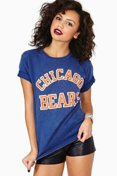 Buy a new cute t-shirt from Nasty Gal's range of womens t-shirts & graphic tees. V-neck or extreme scoop, black or white, all tees are here! Summer Wear, Summer Outfits, Cute Outfits, T Shirt Time, Bear T Shirt, Girls Tees, Chicago Bears, Cute Tops, Nasty Gal
