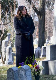 Olivia Benson, Mariska Hargitay, Law And Order, Favorite Tv Shows, Celebrities, Badass, Chicago, Dresses, Fashion