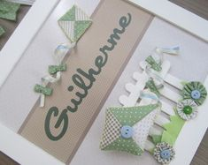 Enfeite de Porta Maternidade Menino Pipa Baby Crafts, Diy And Crafts, Baby Kit, Box Frames, Baby Shower Parties, Projects To Try, Greeting Cards, Place Card Holders, Wall Art