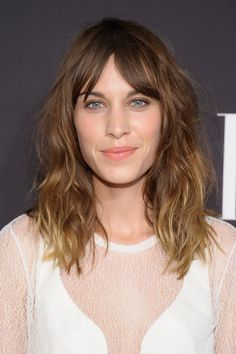 Pin for Later: The Clavicut — the Best Celebrity Midlength Hairstyles Alexa Chung Queen of the halfway hairdo, Alexa Chung adds loads of texture to her messy midlength look.
