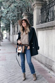 Fluffy | Mi armario en ruinas. Beige fluffy sweater+cropped denim+snake printed ankle boots+brown belt+black wool coat with golden buttons+white, camel and navy handbag+beige hat. Fall Everyday Outfit 2016