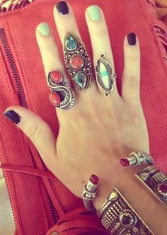 Turquoise and coral silver rings. Statement Jewelry, Boho Jewelry, Jewelery, Jewelry Accessories, Fashion Accessories, Hippie Love, Hippie Chic, Bagan, Boho Fashion