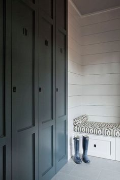 I've shared a few pictures of the mudroom but I'm not sure how to go about the mudroom design. Today I'm sharing some mudroom design inspiration! Mudroom Cabinets, Mudroom Laundry Room, Grey Cabinets, Cupboards, Colored Cabinets, Bath Cabinets, Armoire Entree, Vestibule, Deco Design