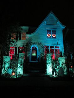 Halloween Forum member Forever Haunting~using this as my lighting inspiration Outside Halloween Decorations, Halloween Yard Art, Halloween Scene, Outdoor Halloween, Halloween House, Halloween Forum, Halloween Ideas, Halloween Party, Halloween Lighting