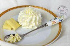 Obrazek: Krem mascarpone z białą czekoladą Delicious Desserts, Icing, Cake Decorating, Food And Drink, Cupcakes, Piece, Birch Bark, Mascarpone, Food And Drinks