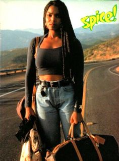 Perfect Halloween Costume Ideas For People With Natural Hair Janet Jackson in Poetic Justice Janet Jackson Poetic Justice, Janet Jackson 90s, Jo Jackson, Janet Jackson Costume, Black 90s Fashion, Hip Hop Fashion, Women's Fashion, 90s Halloween Costumes, Halloween Kostüm