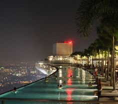 Pool on the 57th Floor of the Marina Bay Sands Resort in Singapore - OMG!