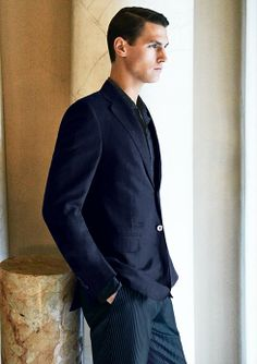 The two buttons jacket in linen-silk comes in a soft fabric that gains extra smoothness thanks to a special processing - Elegance Motto #ledizione #lookofthemonth #menstyle #menswear #mensfashion #ss14 #canali #canali1934