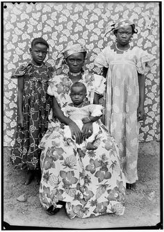 Seydou Keïta - Untitled #420, 1950-1952