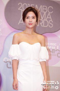 Hwang Jeong-eum Korean actresses posing on the 2015 MBC Drama Awards red carpet.