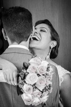 Novios y bouquet en blanco y negro. !!! Mas sonrisas, mas amor con Alegra Con Flores.