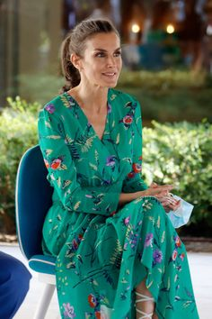 Spanish Queen, Spanish Royalty, Green Summer Dresses, Green Floral Dress, Estilo Real, Laetitia, Queen Letizia, Indian Beauty Saree, Reign Bash