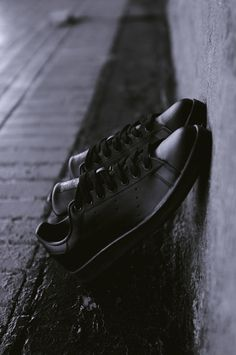 adidas Originals Stan Smith All Black All Black Stan Smiths, Stan Smith Noir, Sneakers Fashion, Men's Sneakers, Sneakers Style, Zapatos Shoes, Outfit Trends, Adidas Stan Smith, Adidas Superstar