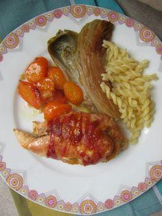 Le poulet est d'abord cuit doucement en cocotte pour qu'il reste bien moelleux. En fin de cuisson, il est passé au four et devient parfaite...