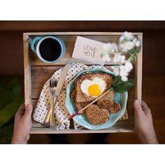 """""""Bom dia pra você que queria ter acordado com café da manhã na cama hoje."""""""