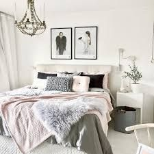 Modern chic bedroom stay strong a stay strong modern chic living room decor . Cozy Bedroom, Bedroom Decor, Bedroom Ideas, Decorating Bedrooms, Master Bedroom, Bedroom Modern, Scandi Bedroom, Bedroom Neutral, Trendy Bedroom