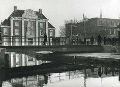 foto Gemeentearchief, J.F.H. Roovers. Links op de voorgrond het Proveniershuis met daar tegenover de HBS/MMS waar ik in 1966 eindexamen deed.